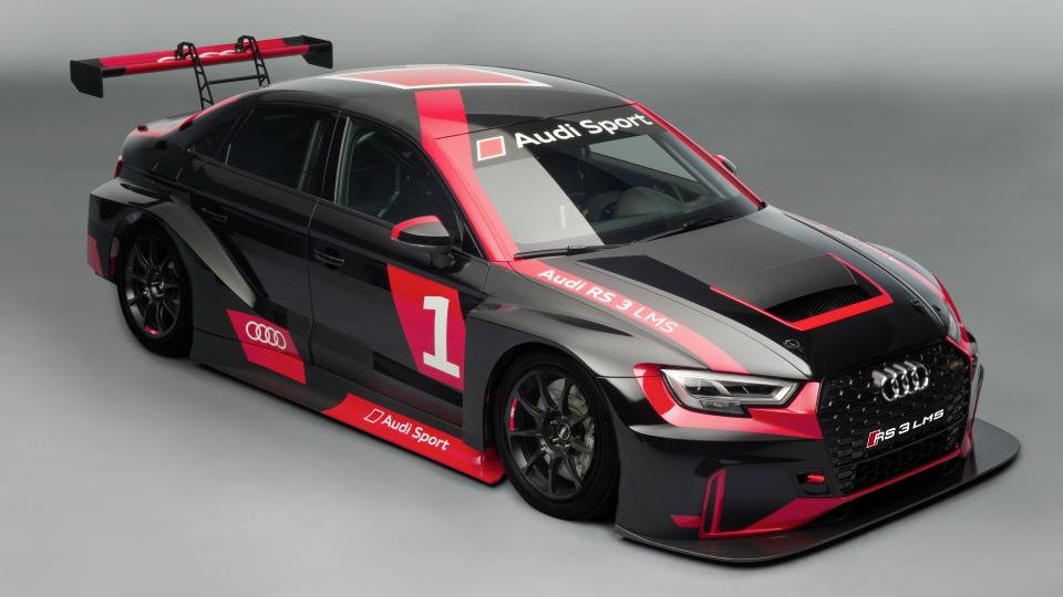 Седан Audi RS3 подготовили для кузовных гонок