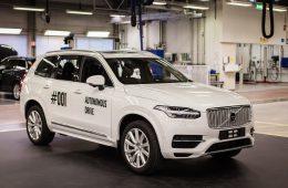 В Швеции семьям раздали беспилотные кроссоверы Volvo