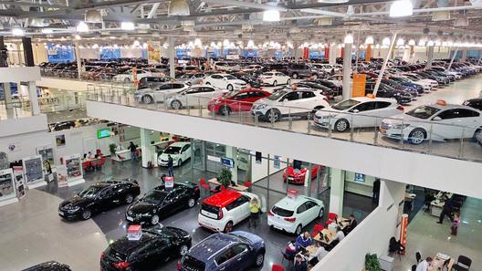 22 автомобильных бренда в России повысили цены за месяц