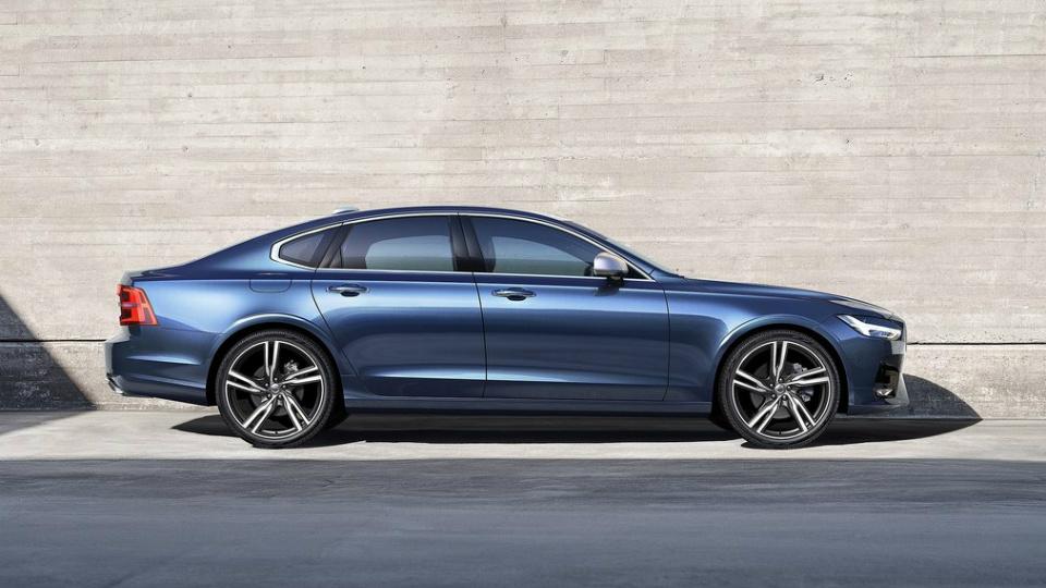 Компания Volvo привезла в Россию «спортивный» седан S90