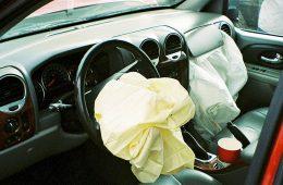Из-за бракованных подушек безопасности отозвали 100 миллионов машин