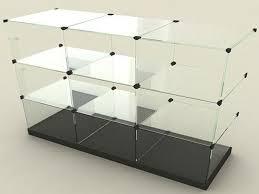 Витрины из стекла: особенности и достоинства