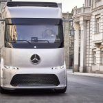 Mercedes-Benz начнет продажи сенсационного электрогрузовика