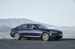 BMW назвала новые цены на весь модельный ряд в России