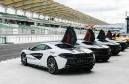 McLaren предложил клиентам выучиться на гонщиков