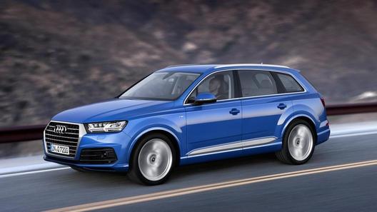 Audi расширила базовую комплектацию кроссовера Q7 для России