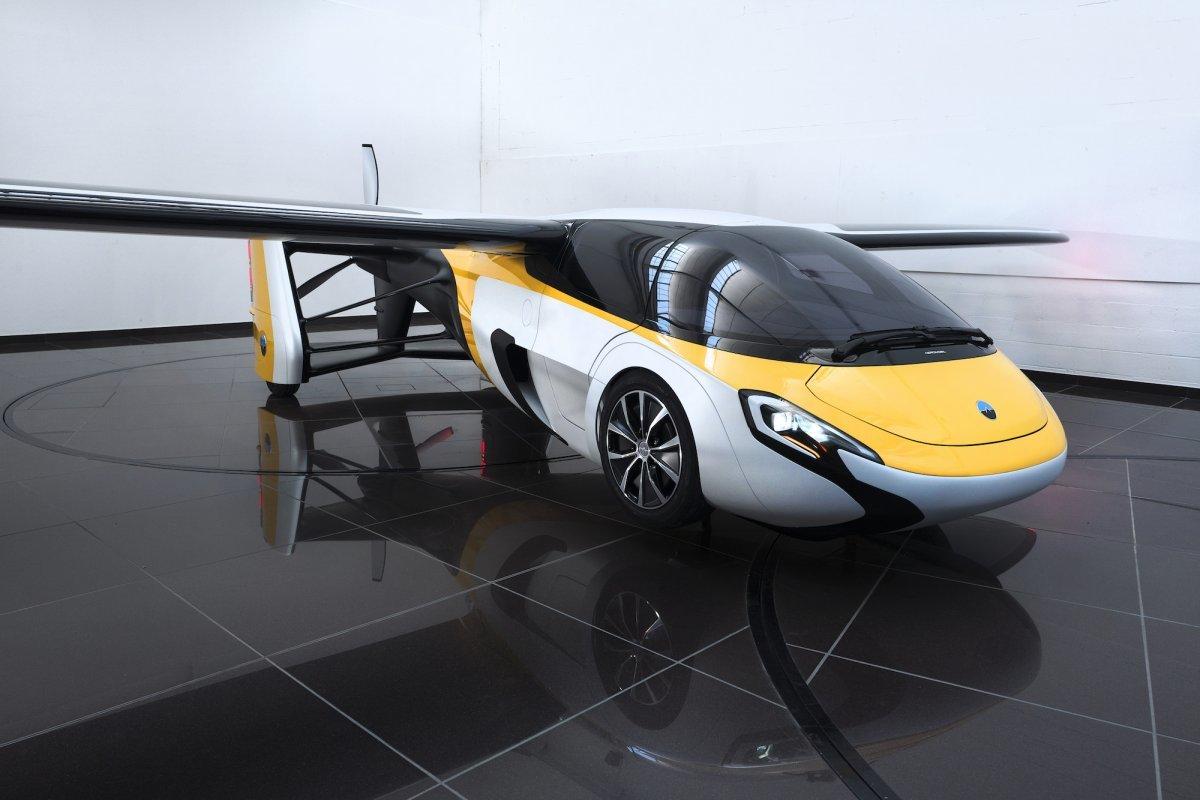В Монако показали серийный летающий автомобиль