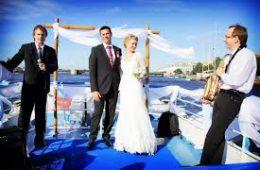 Как подобрать теплоход для празднования свадьбы