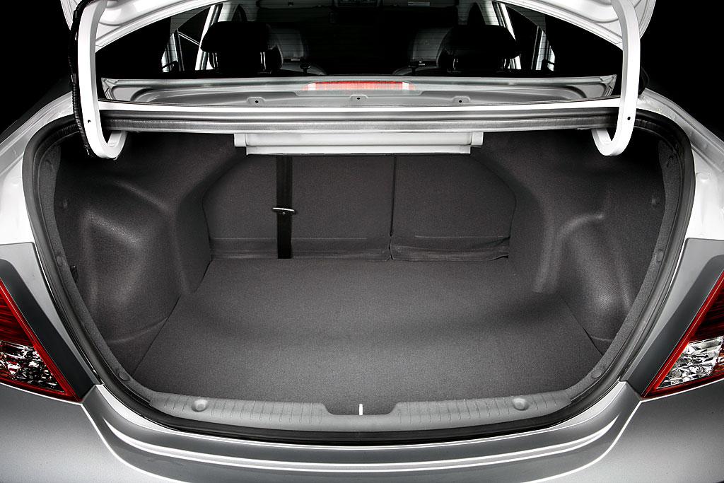 Что делать если полностью не открывается багажник на автомобиле Hyundai Solaris