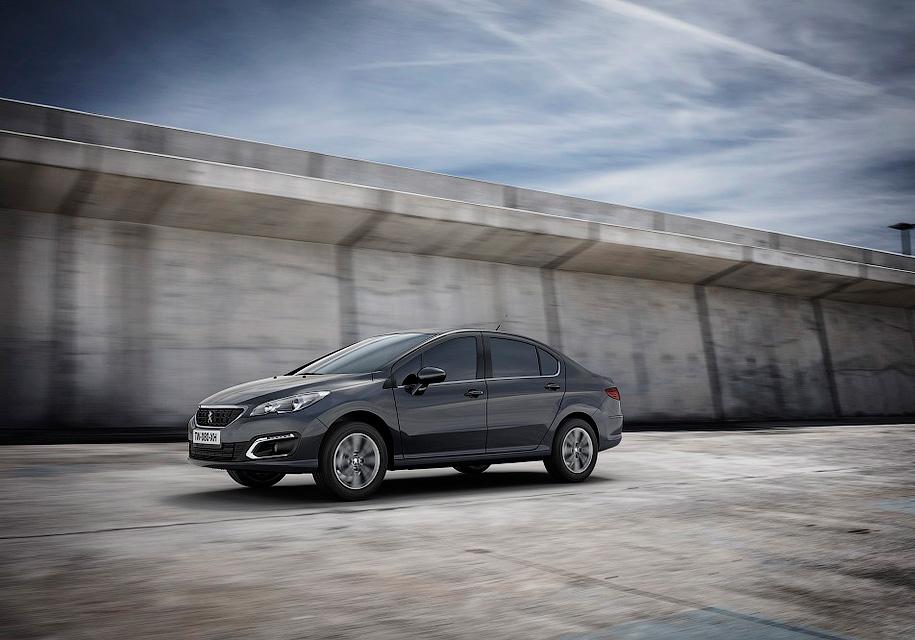 Peugeot выставила рублевый ценник конкуренту Toyota Corolla