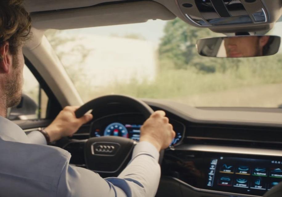 Audi дала заглянуть в салон новой A8