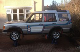 Британцы сделали Land Rover с мотором BMW M3 и полным приводом Porsche