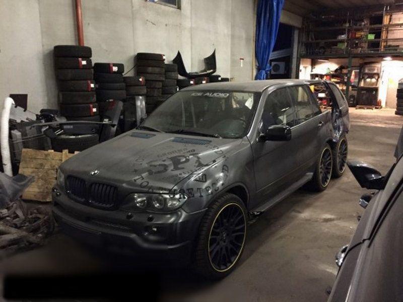 Тюнеры изНорвегии преобразили BMWX5вшестиколесный