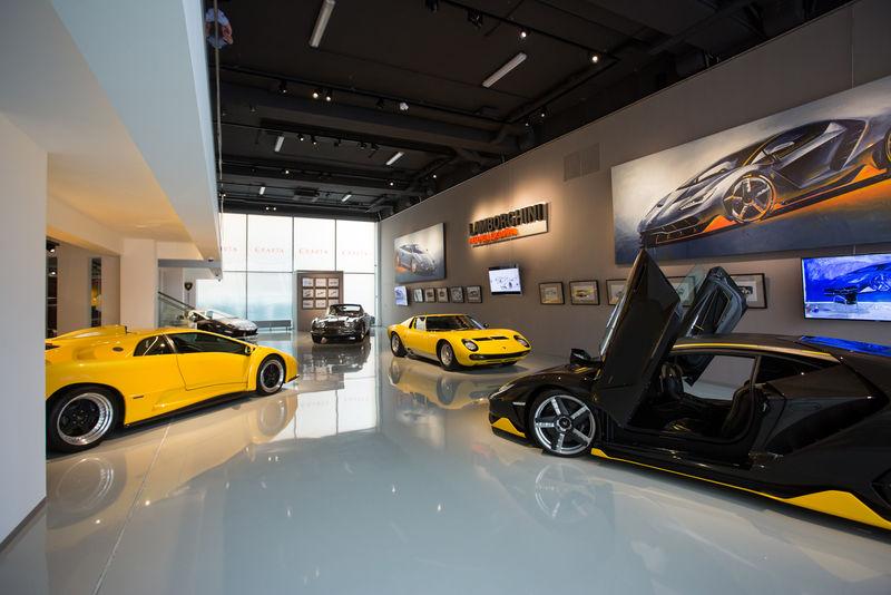 11 легендарных Lamborghini приехали в Россию