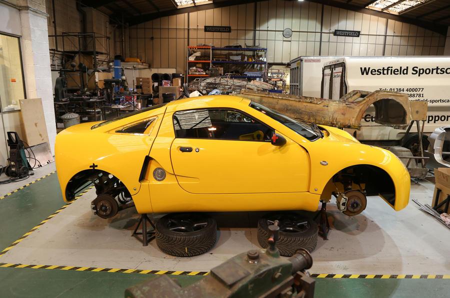 Малоизвестная британская фирма готовит недорогой среднемоторный спорткар