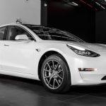Объявлена российская цена нового электромобиля Tesla Model 3