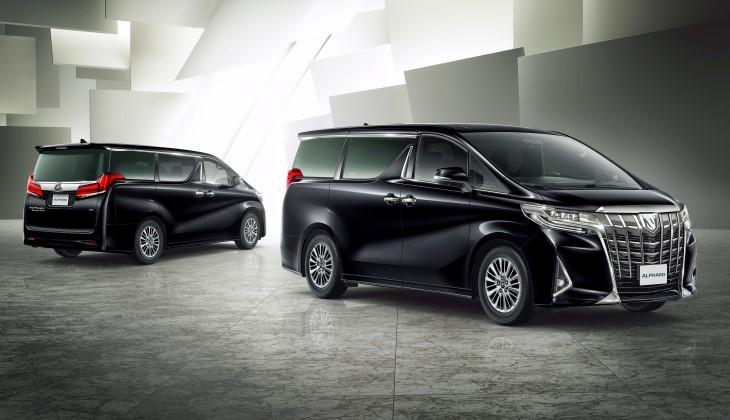 Минивэн Toyota Alphard после обновления подорожал на 800 тысяч рублей
