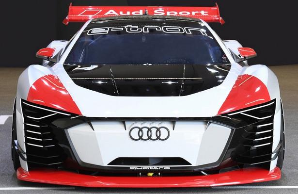 Audi сделала реальную версию виртуального гиперкара