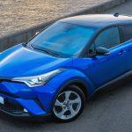Toyota объявила цену на новый компактный кроссовер для России