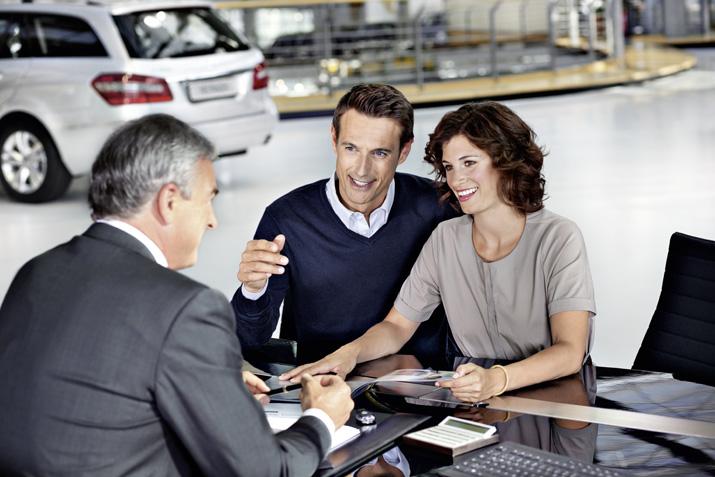 В чем преимущества покупки автомобилей у официальных дилеров?