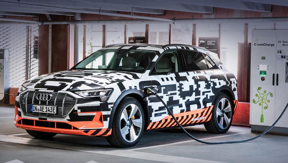В салоне электрокара Audi e-tron обнаружились пять дисплеев