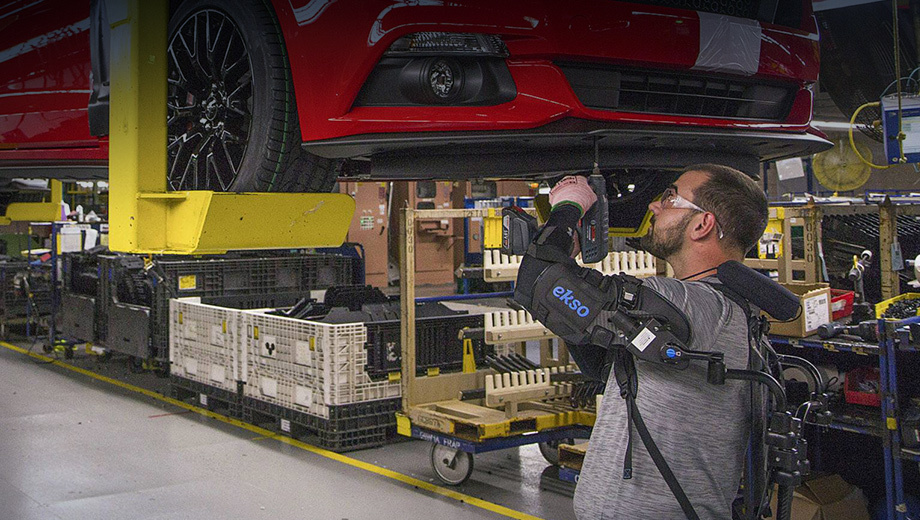 Фирма Ford сделала работу на заводах менее травмоопасной