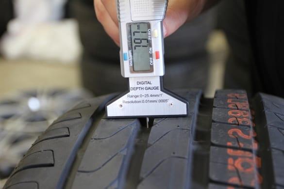 Как проверить, не стерся ли протектор на шинах?