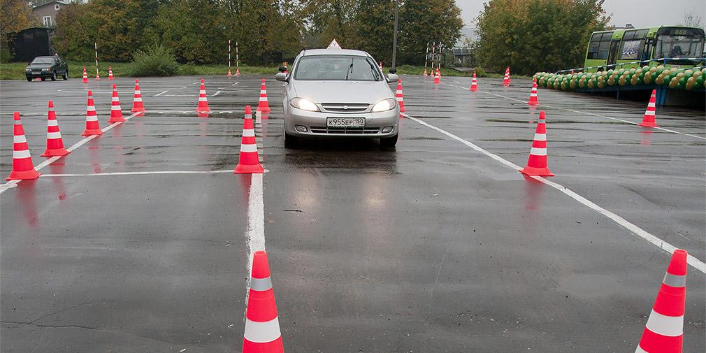 Власти выступили против усложнения экзамена по вождению