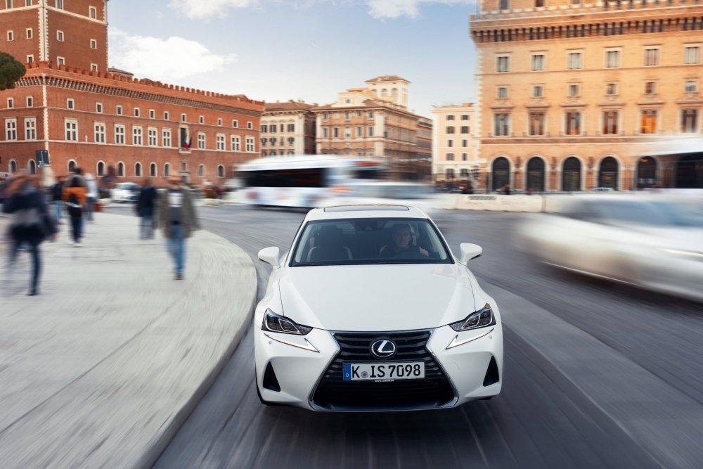 Lexus IS: Чем порадовал японский бестселлер после возвращения
