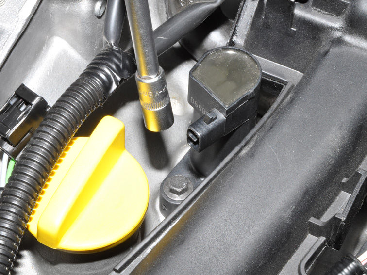 Замена свечей зажигания на автомобиле Ниссан