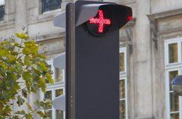 В России предложили установить новые светофоры с красным крестом