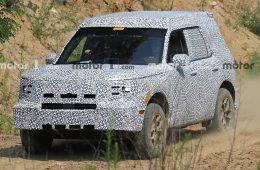Новый кроссовер Ford впервые заметили на тестах