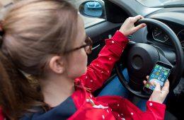Водителям разрешат предъявлять ОСАГО в смартфоне