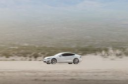 Водитель Tesla сгорел в машине из-за сбоя систем