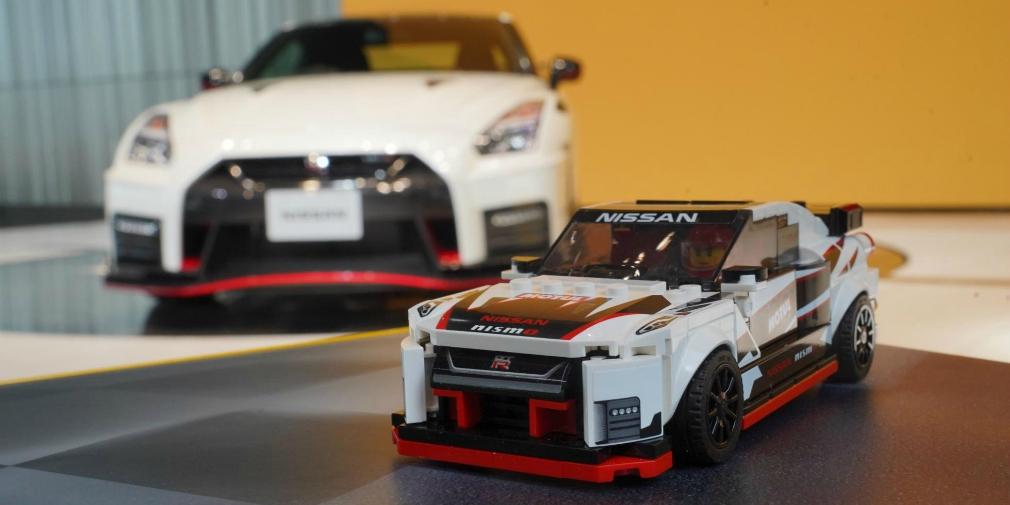 Lego создал модель суперкара Nissan GT-R из 300 деталей