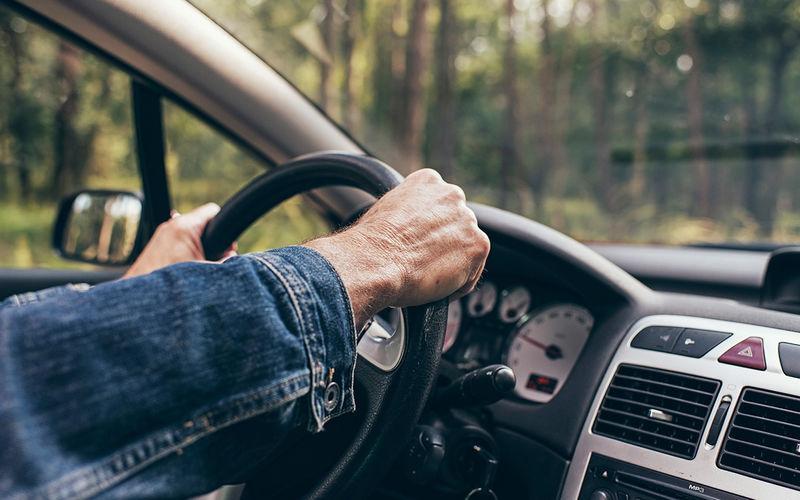 Вы правильно держите руки на руле? Уверены?