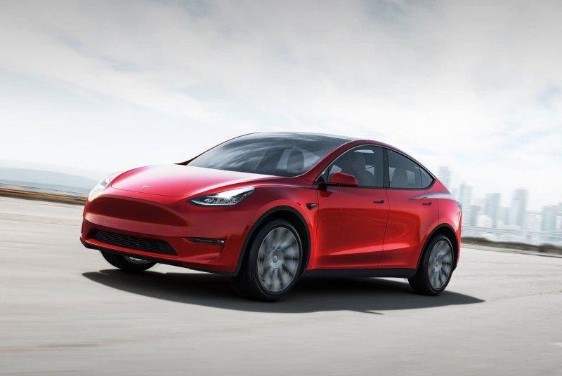 Tesla показала новый кроссовер Model X