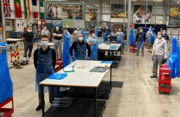На заводах Nissan начали выпускать медицинские фартуки