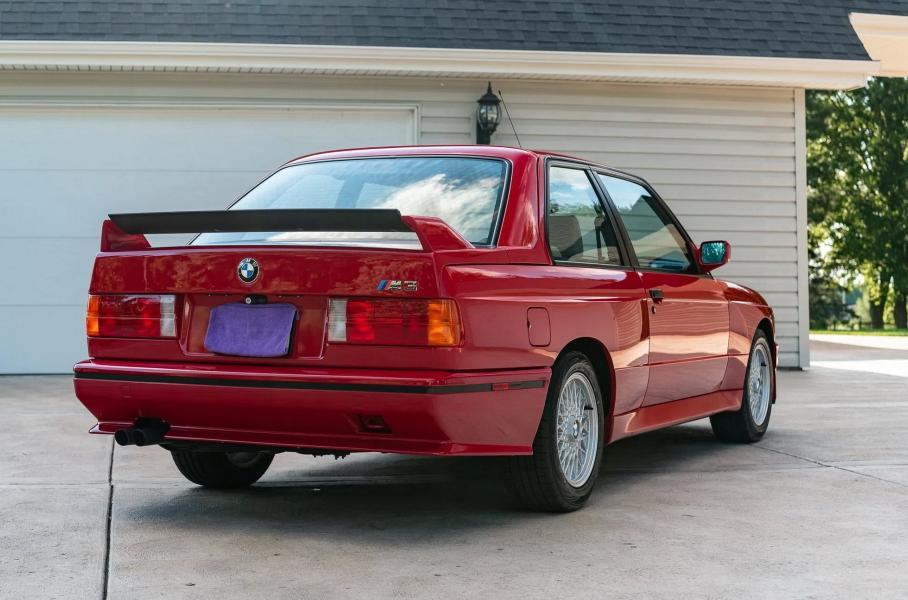 Классический BMW M3 с минимальным пробегом продают на аукционе
