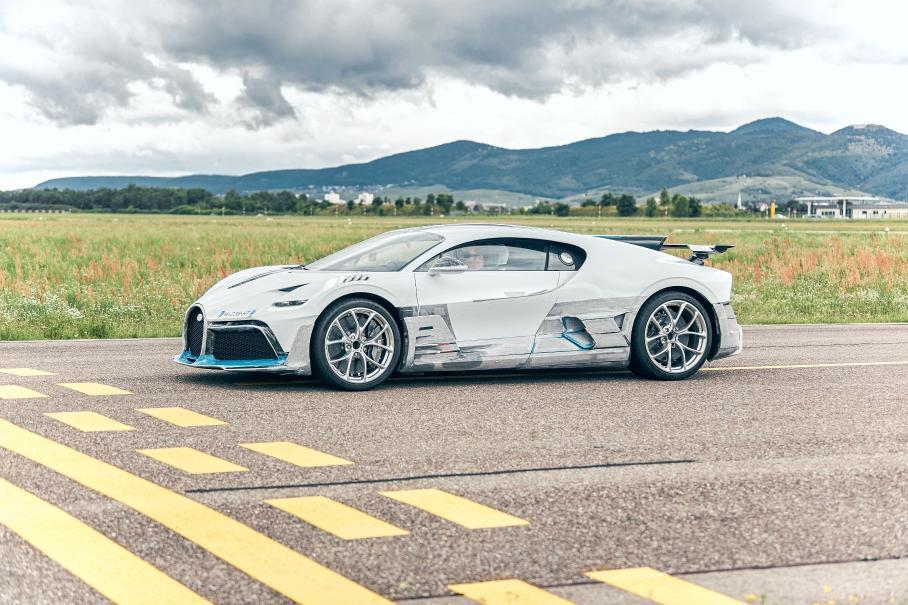 Bugatti показала, как тестирует Divo за пять миллионов евро