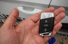 Далеко ли уедет машина с заведённым мотором, но без ключа в салоне? Мы проверили!