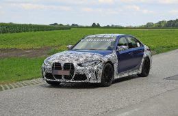 Новую BMW M3 сфотографировали с минимумом камуфляжа