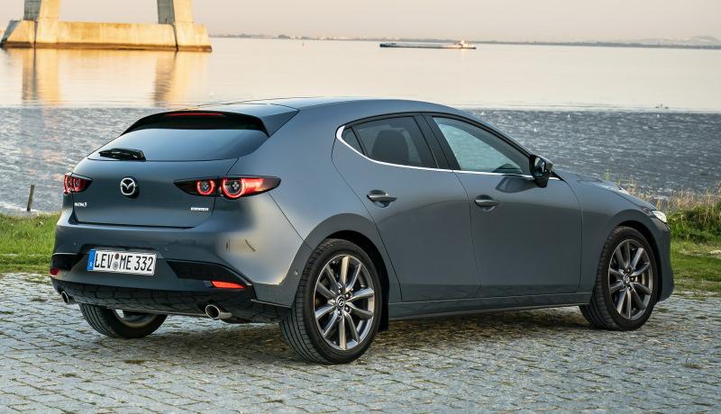 Новая Mazda 3 ушла с российского рынка через год после дебюта