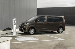 Toyota представила грузопассажирскую версию электрического ProAce Verso