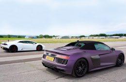 Гонку родстера Audi R8 и спорткупе Lamborghini Huracan