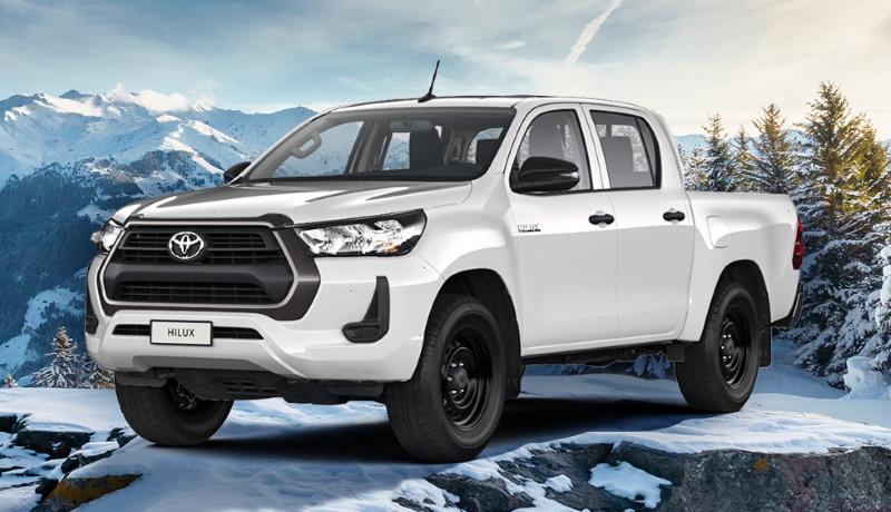 У пикапа Toyota Hilux для России появилась упрощённая версия с бензиновым мотором