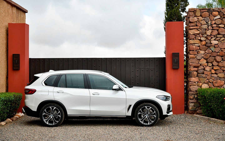BMW отзовет машины в России из-за риска потери управления