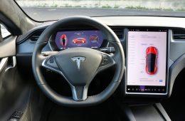 Плохая память: Tesla очень не любит отзывать автомобили, но её опять заставили!