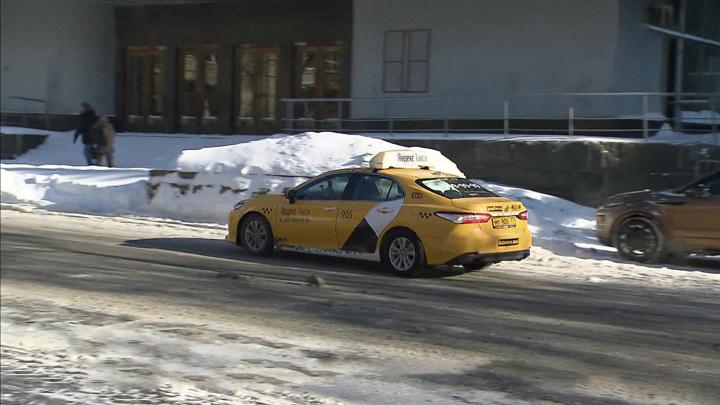 Таксистов проверят из-за завышения цен во время снегопадов