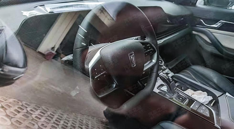 FAW готовит ещё одну модель с оптикой «под Cadillac»: теперь кросс-хэтч, и он уже засвечен